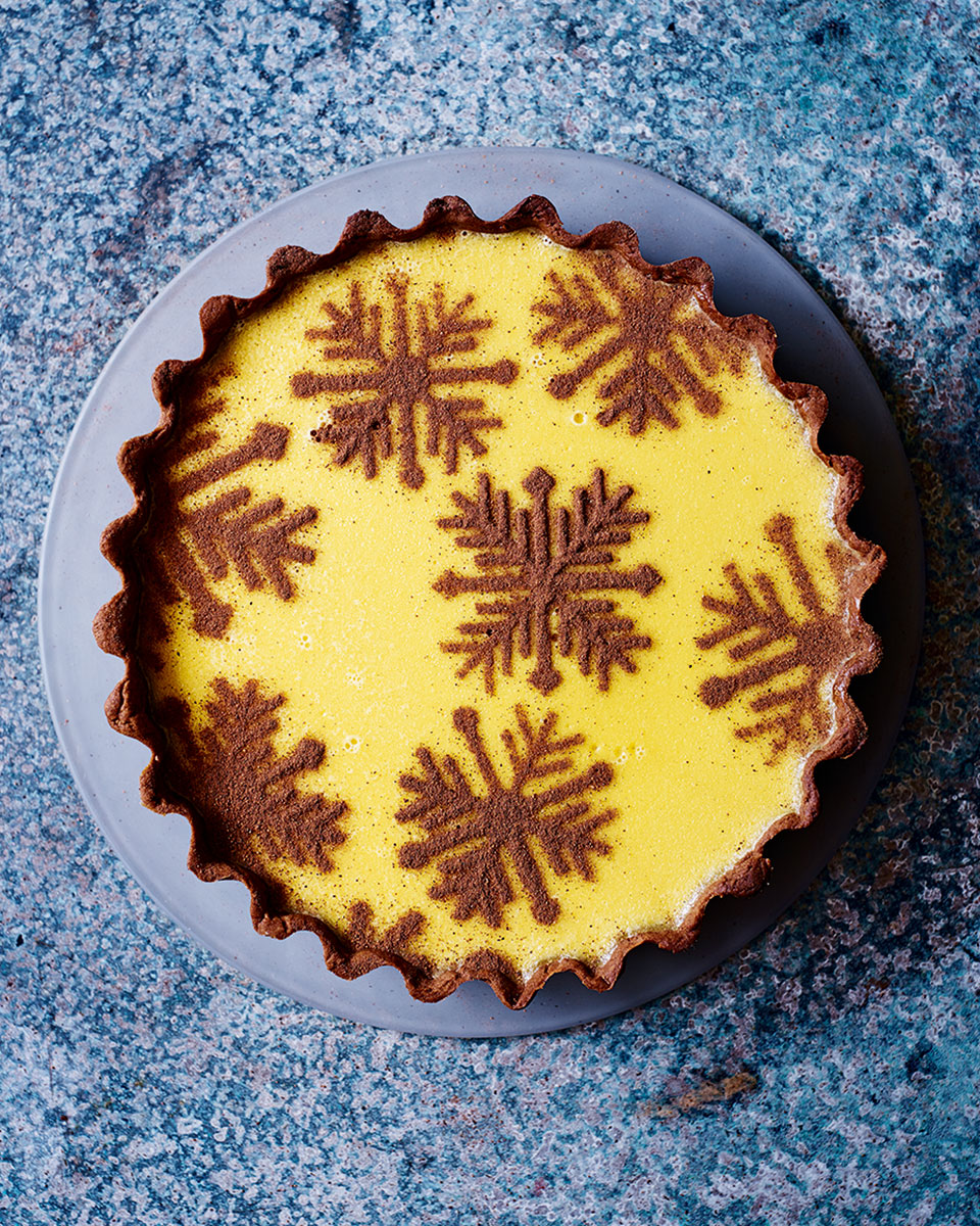Rum custard tart with gingerbread pastry