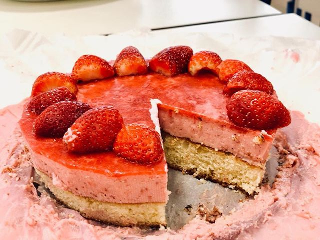 Some snaps from our inter-house bakeoff. Massive congrats to Francesca La Costa for coming in first place 🍰