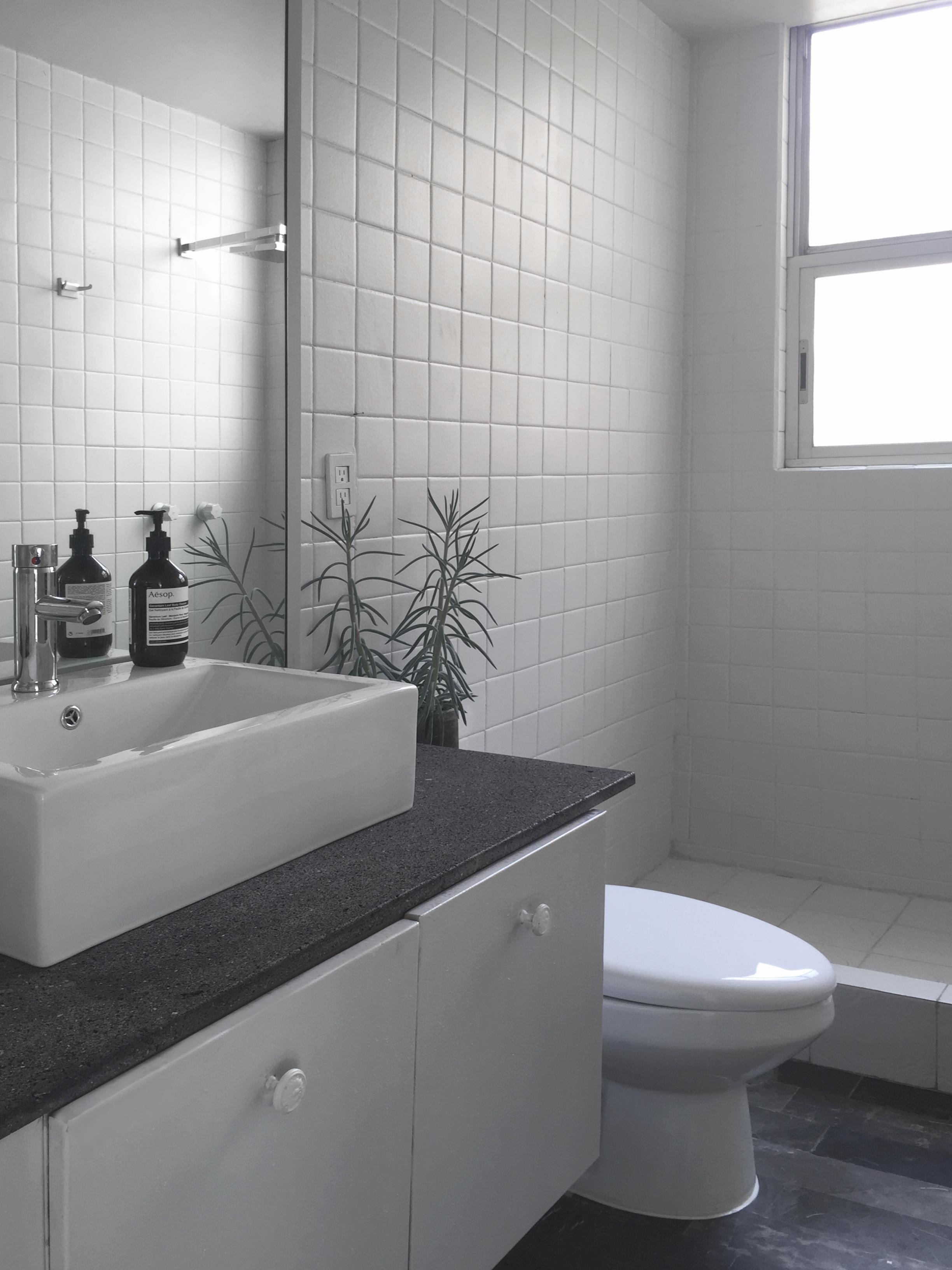 antes y despues, baño, lavabo, remodelaicón, diseño de interiores, interiorismo, mexico.JPG