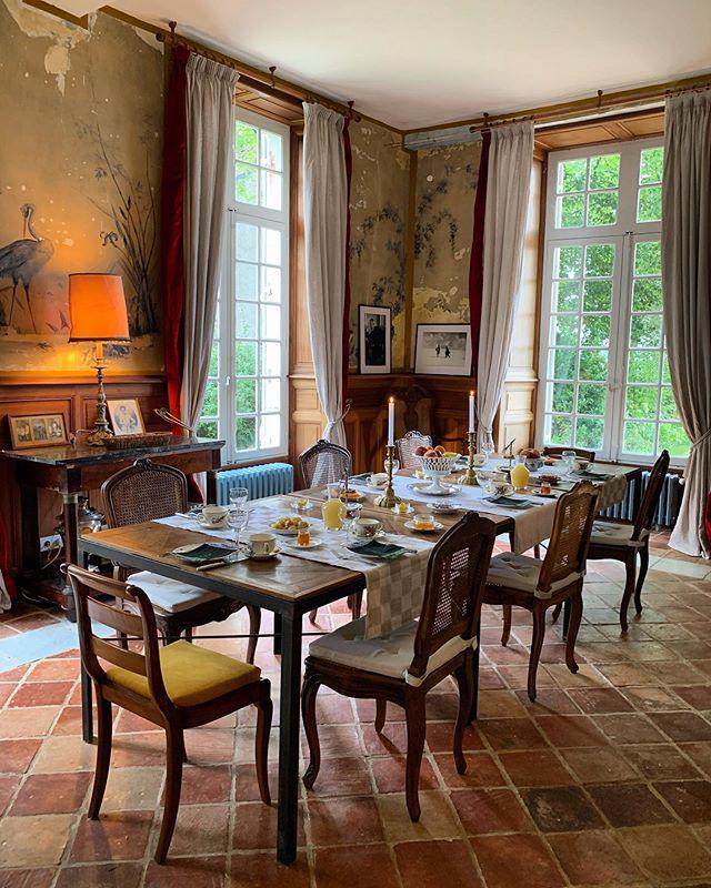 Le Petit Salon: the place where we enjoy lovely breakfasts 😌 . . . . . #chateaudorion #denkwochen #weeksofreflection #philiosophy #orion #chateau #holidayfrance #france #culture #frenchcountryside #bearndesgraves #philosophicalretreat #artsandculture #pyrenees #digitaldetox #escape #timeout #mindfullness #cultureofmindfullness #chateaudefrance #orion #stars #literature #books #interior #interiordesign