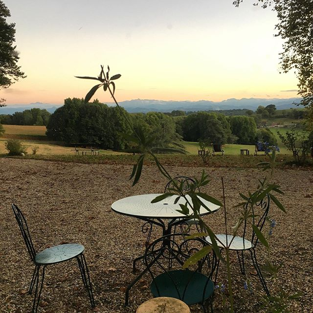This view @chateaudorion #stunning #view #nature #mountains #pyrenees #melancholy #think #thinkingweek #philosophie #albertcamus #talk #exchange #amitié #francoallemand #interior #exterior #bearndesgaves #sauveterredebearn #reading #books #readwithaview #philosophy #literature #pureenjoyment #chateaudefrance #châteaudorion #garden #gardenwithaview