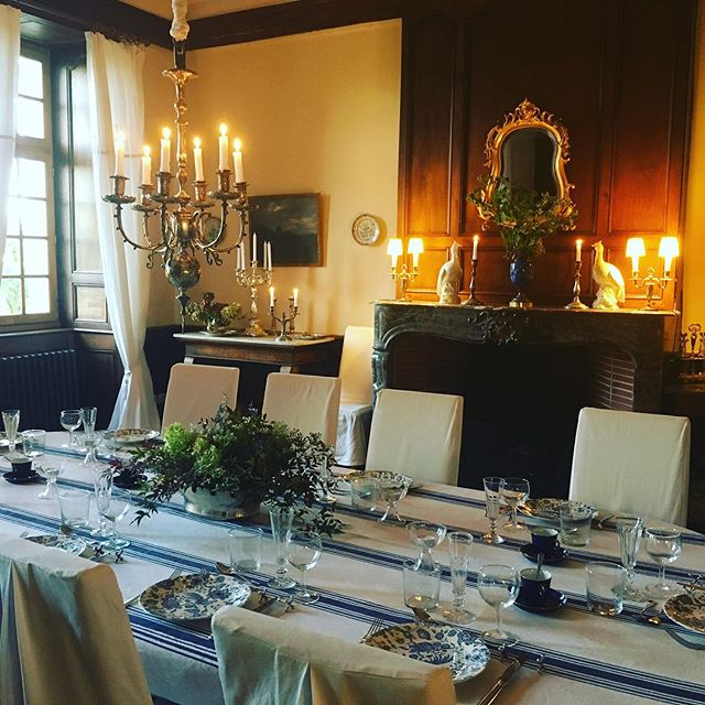 Every dinner is a special one @chateaudorion  #dinner #dining #chateaudorion #interiordesign #interior #cheminee #candlelight #candle #shinealight #music #literature #art #culture #exchange #share #thoughts #thinkingweek #pyreneesatlantiques #bearndesgaves #chateaudefrance #amitié #francoallemand