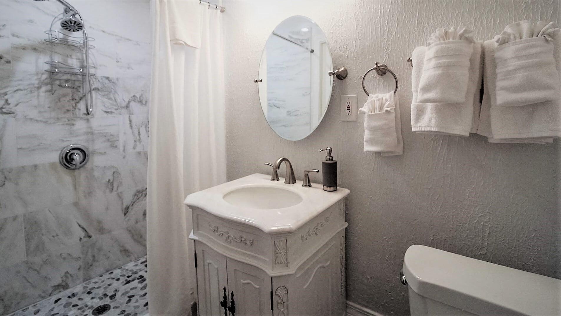 Room 6 - Bath - 4.jpg
