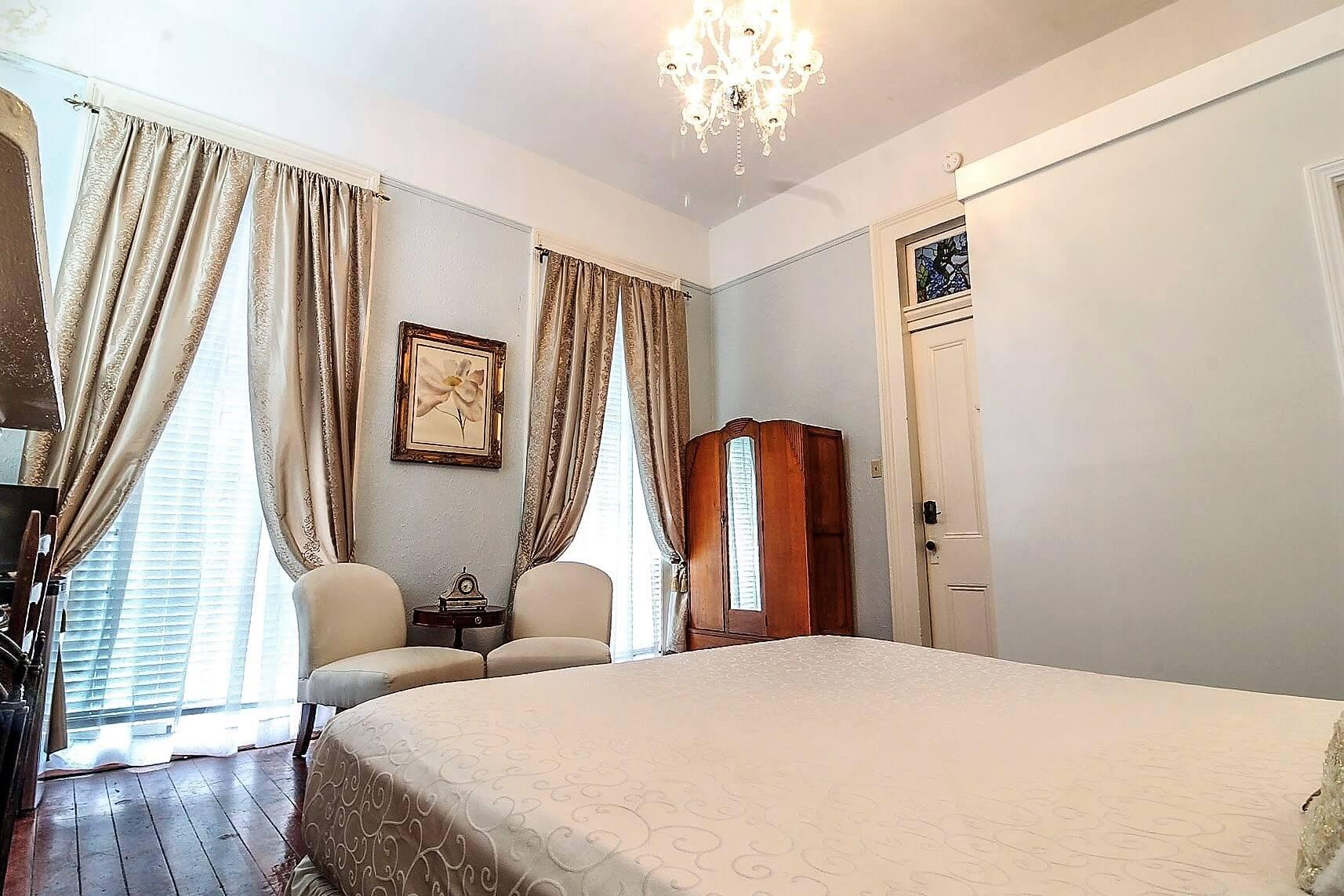 Room 6 - 7.jpg