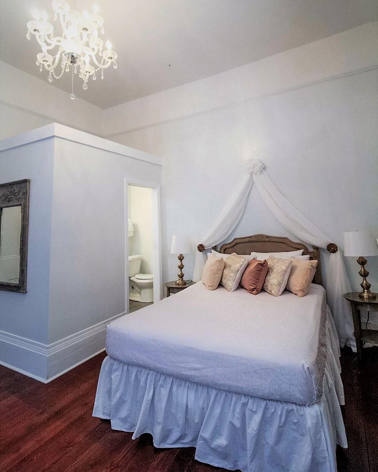 Room 6 - 12.jpg