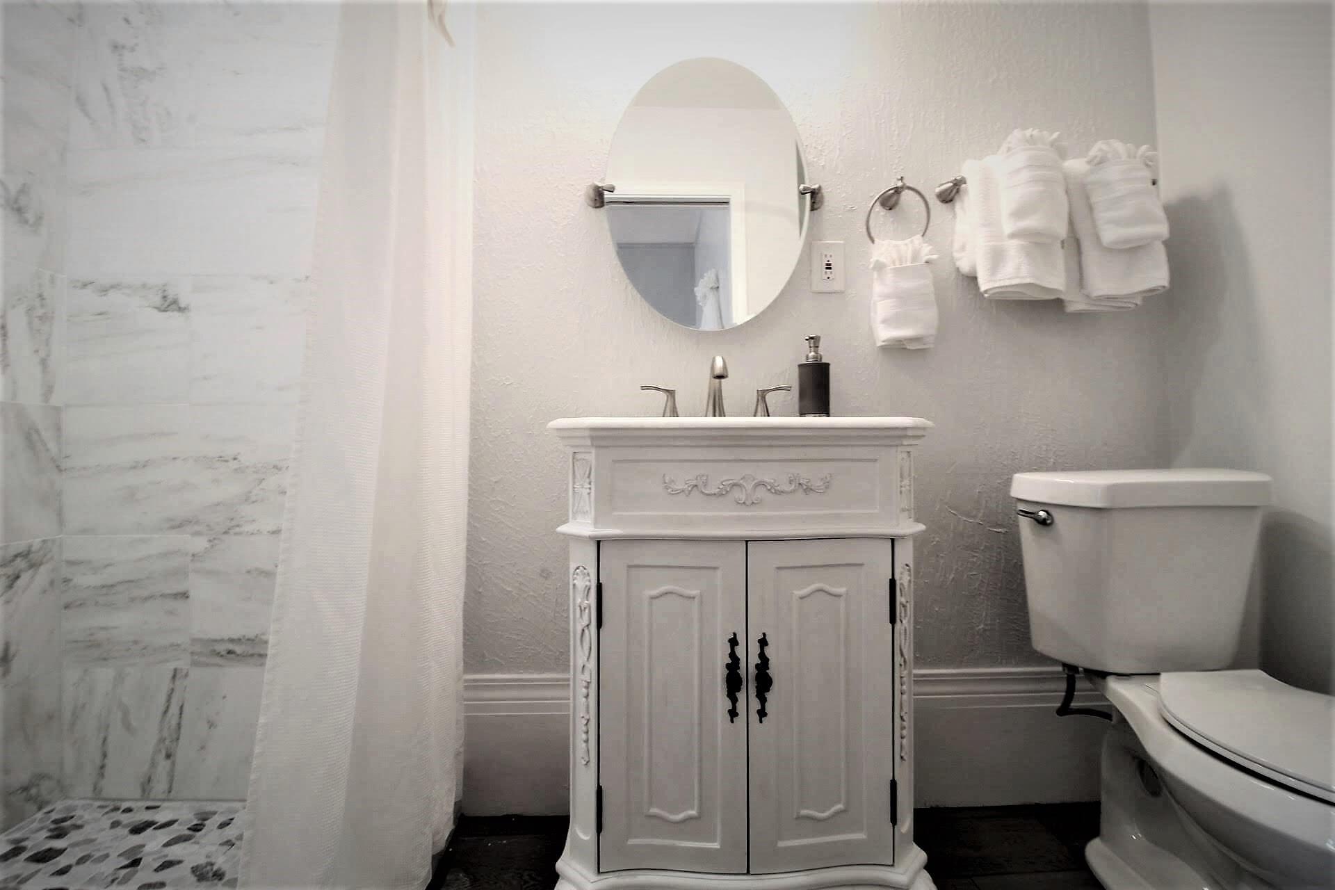 Room 6 - Bath 1 (3).jpg
