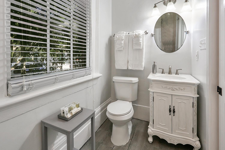 Room 1 - bath 1.jpg