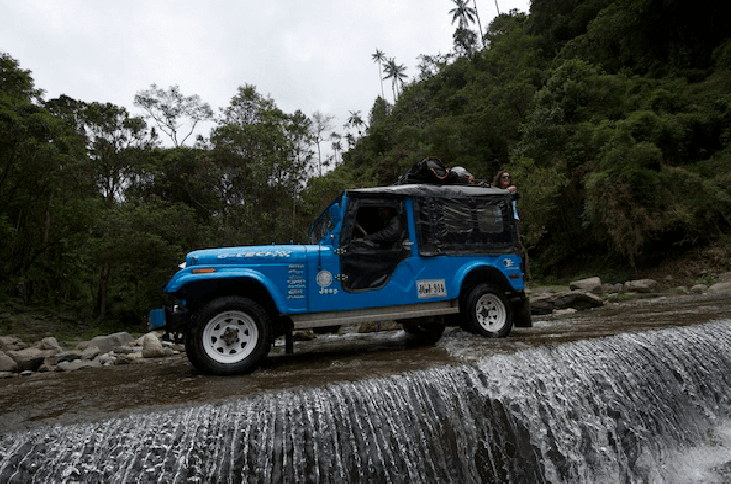 Filming_Jeep_Colombia