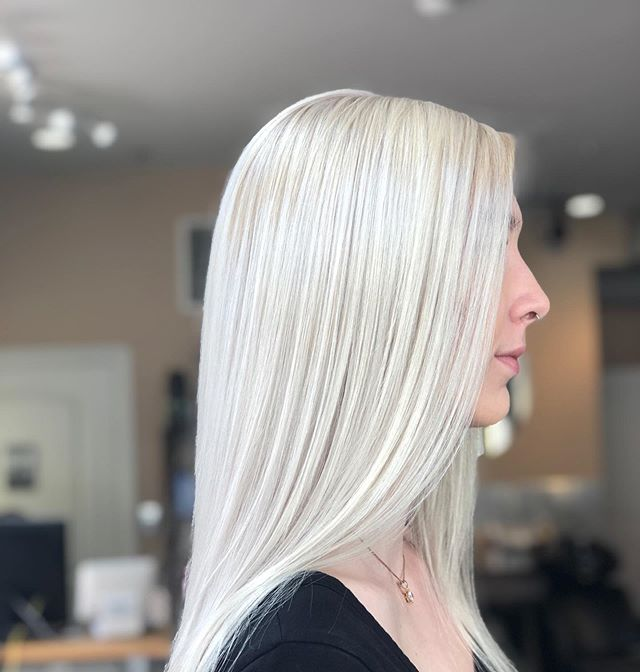 Iced Out !! #phillyhair #phillybalayage #publishedstylist #balayge #phillystyle #phillystylist #charliecashhair #model #phillygirl #phillyhair @phillybesthair #phillysalon #philadelphiahair #model #cityfashion #philadelphia #phillyguy #fishtown #hotheads #extensions #razorcuts #pixiecut #redken #phillyphotographer #phillyfitness #blondegirls #redhead #mermaidhair  #FRAMAR #bighair #fashionweekmodel #phillymodel  Cut and Color by @charliecashhair  Model is @erinammon
