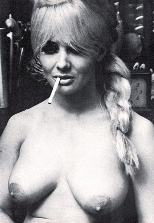 carol-doda-smoking.jpg
