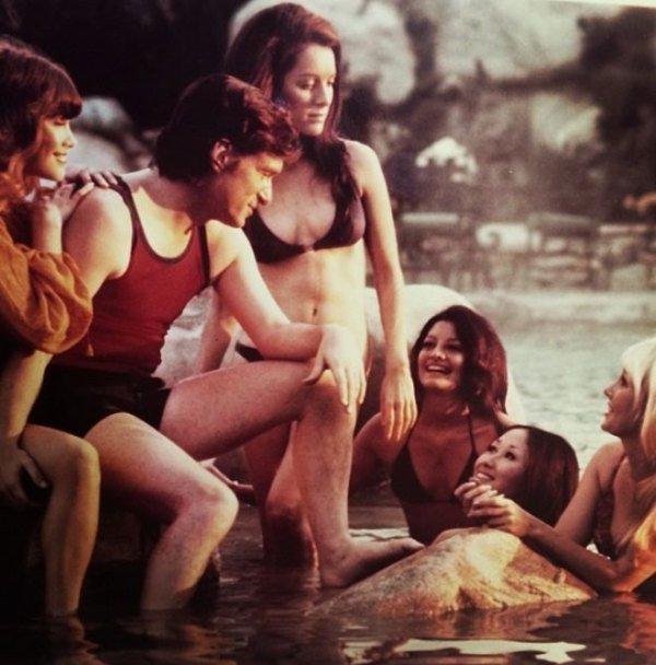 Hugh Hefner with Playboy Bunnies 08.jpg