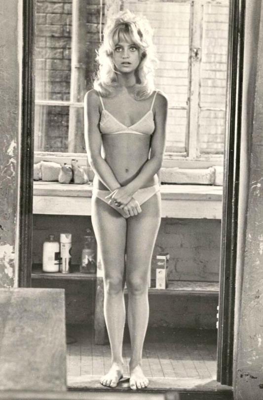 Goldie Hawn nude  07.jpg