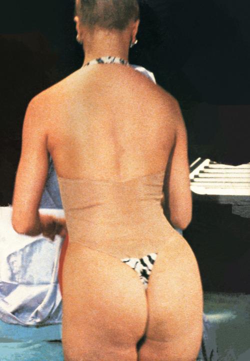 Goldie Hawn nude  08.jpg
