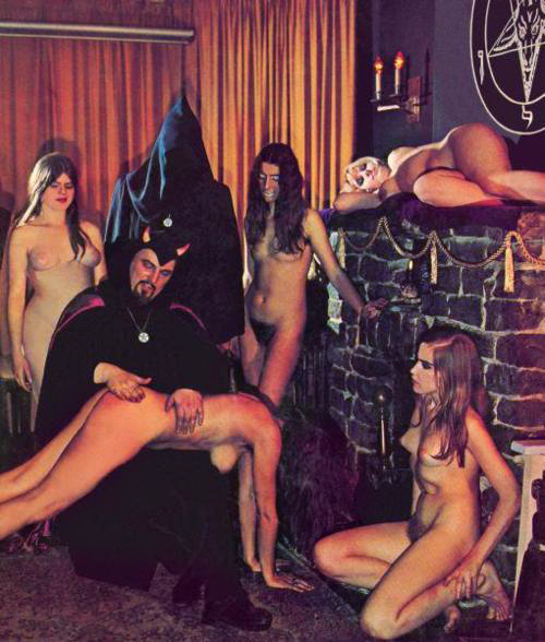 anton-lavey-coven-of-nude-witches-