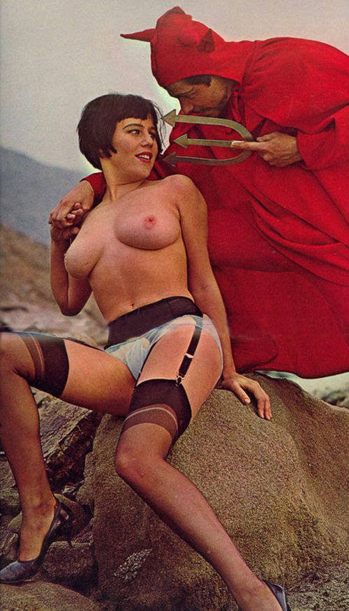 halloween-porn-vintage-pinup-with-the-devil