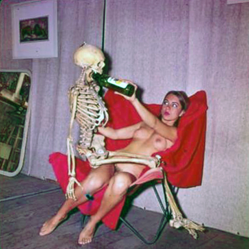 girl-with-skeleton