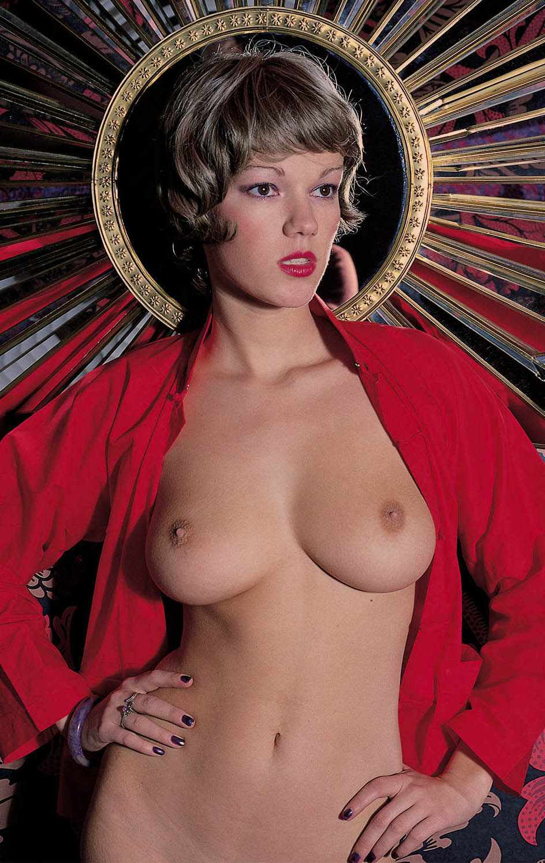 Brigitte Lahaie-Calendrier 2016 08.jpg