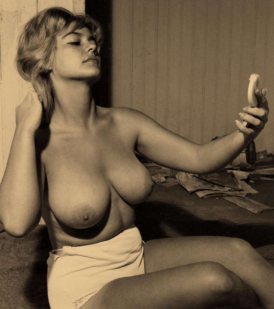 Vintage galleries with naked big boobs