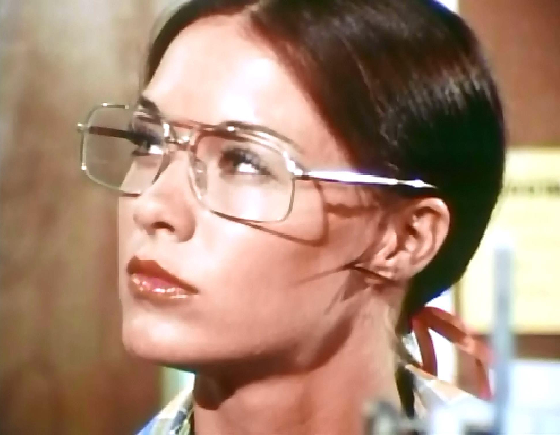 Joanna Cameron sexy glasses.JPG