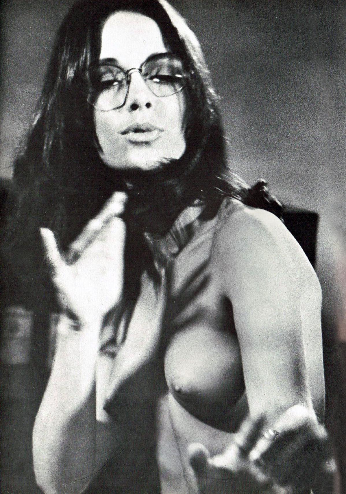 Joanna Cameron topless BS I LOVE you 3.jpg