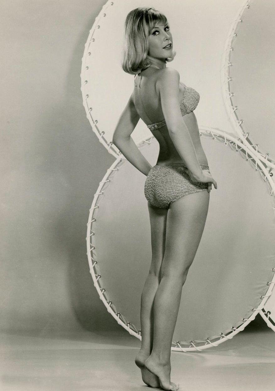 Barbara Eden 15.jpg