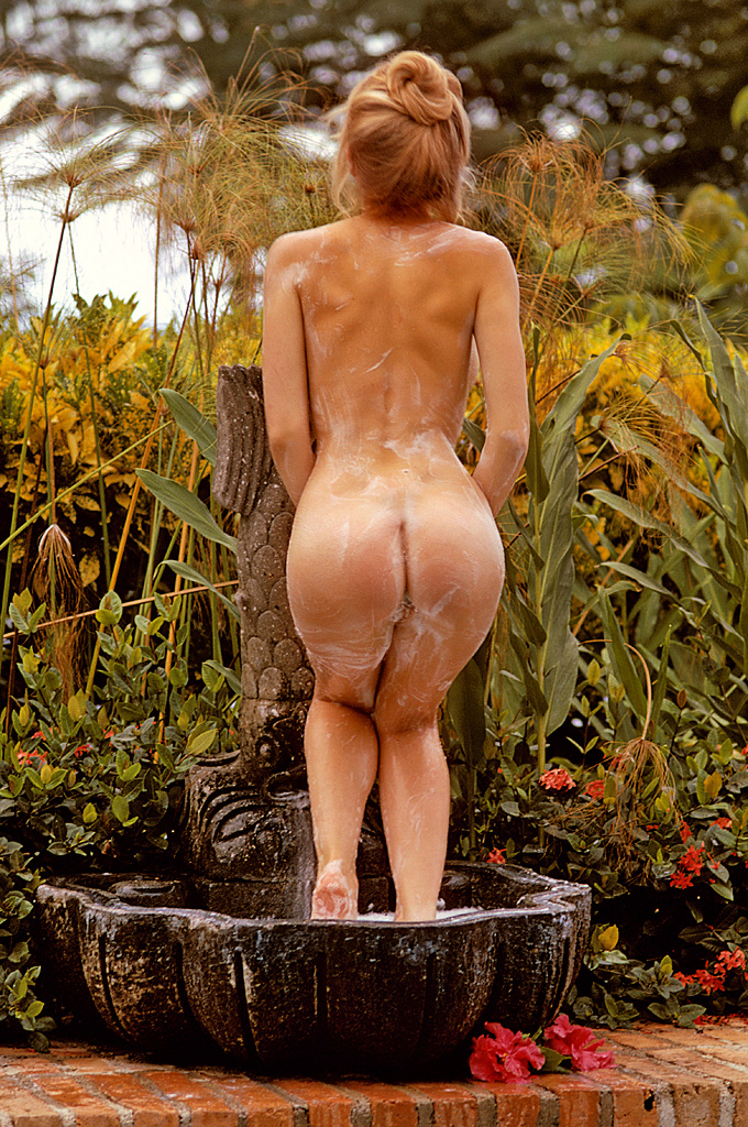 Cyndi Wood Playboy Playmate Of The Year 1974 13.jpg