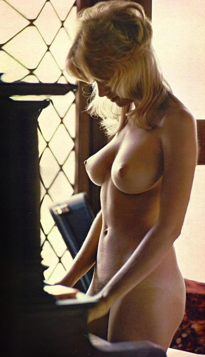 Cyndi Wood Playboy Playmate Of The Year 1974 15.jpg