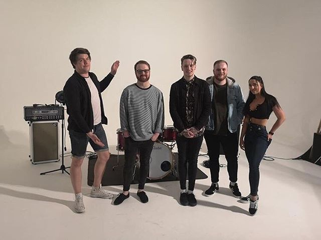 That's a wrap.  City Talk' & 'Give It Up' - 12/4/19  Massive thank you to Studiohire for allowing us to use their space, @lionislandmedia for shooting the videos and @cicirosemusic for dancing and providing ridiculous moral boosts.  Starting over.  Elessar xo