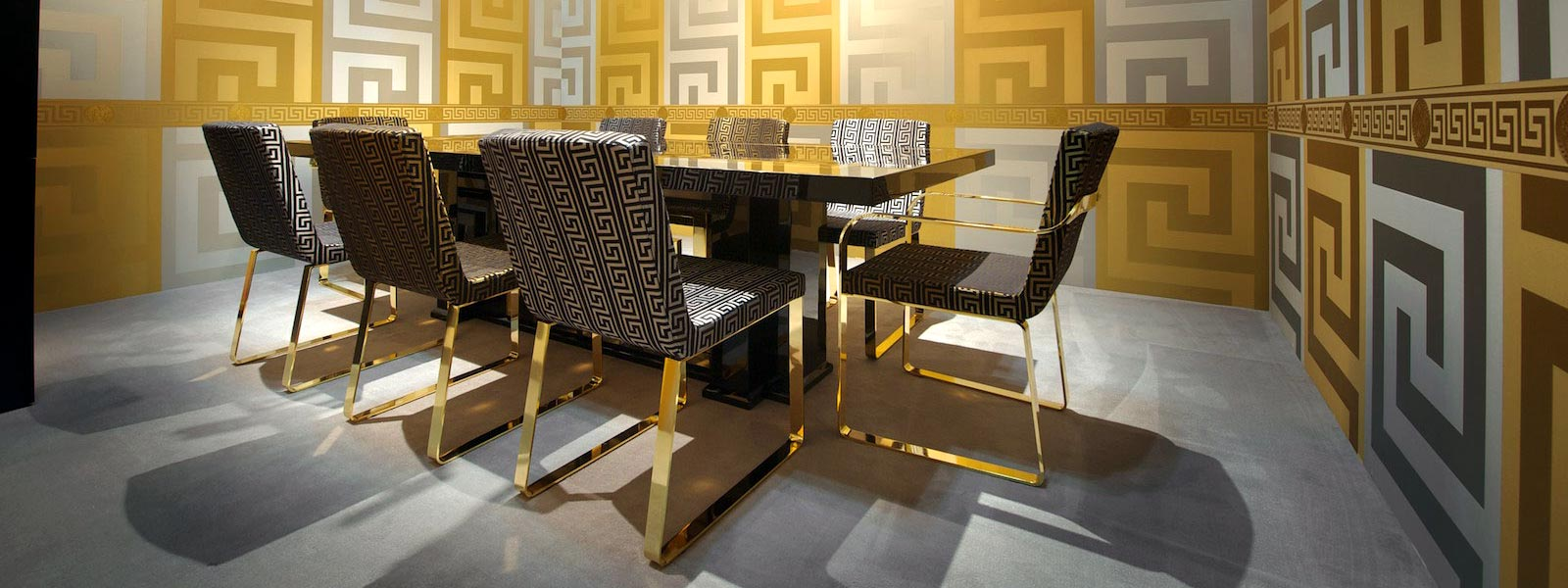 10001-Versace-Dining-Table-04.jpg