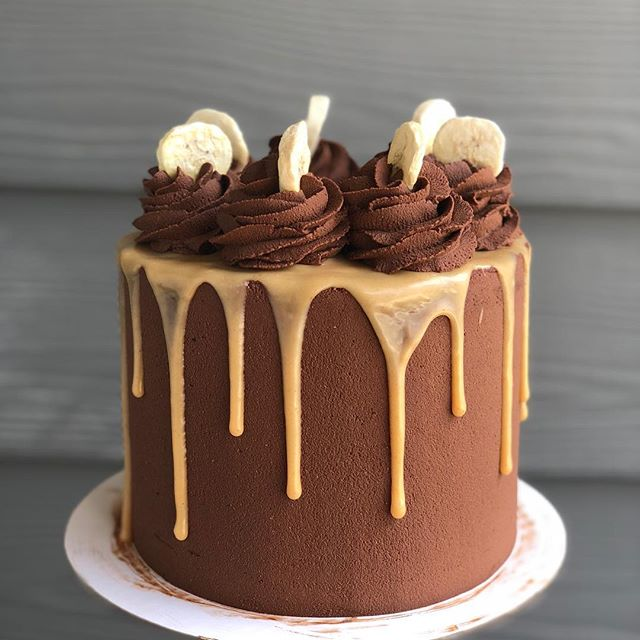 So I've been on a bit of a cake hiatus since my wedding is only 9 weeks away and there's still SO MUCH to do! But I'm still here and available for basic cake needs, like this cutie for @_alark_'s birthday. It's banana cake with peanut butter and dark chocolate ganache. ✌️ Appreciate y'all's continued love and support! ❤️