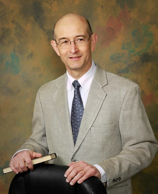 Mr. Geelhoed has been licensed and practicing law since 1983. His legal assistant has been with him for over 20 years.