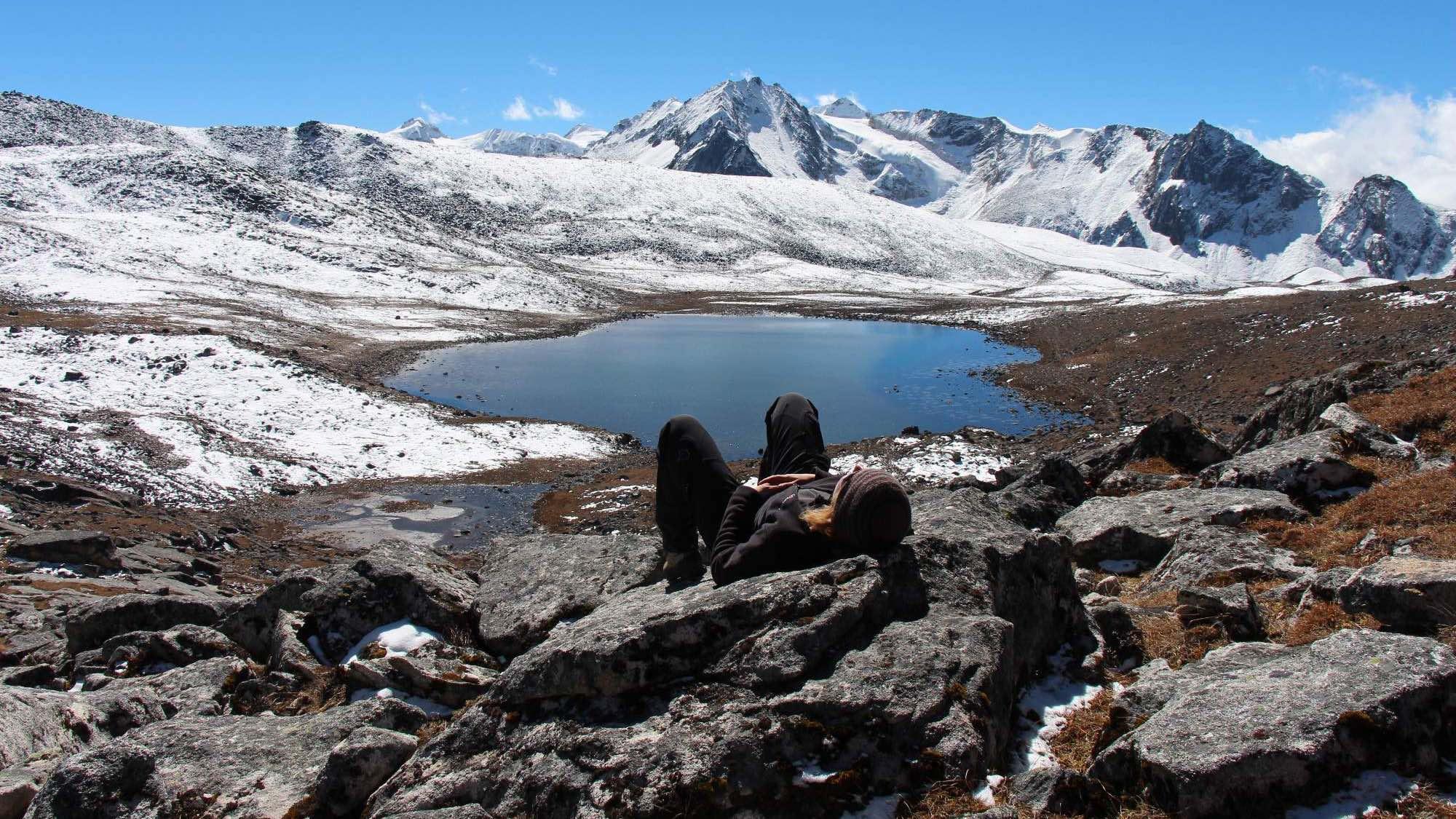 Resting during the Snowman trek in Bhutan - Photo: Veronika Švecová