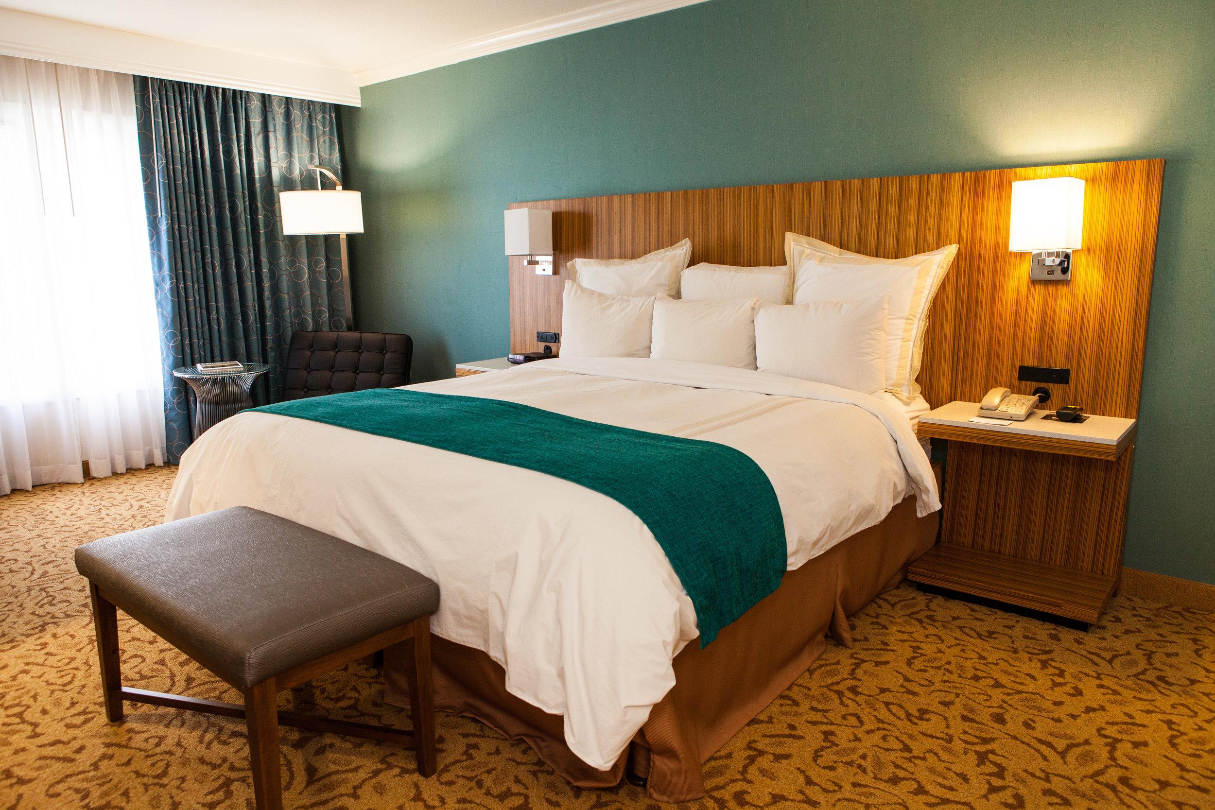 Ontario Gateway Hotel King Room