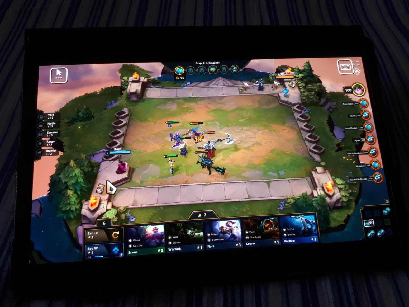 TFT battle on mobile device android.jpg
