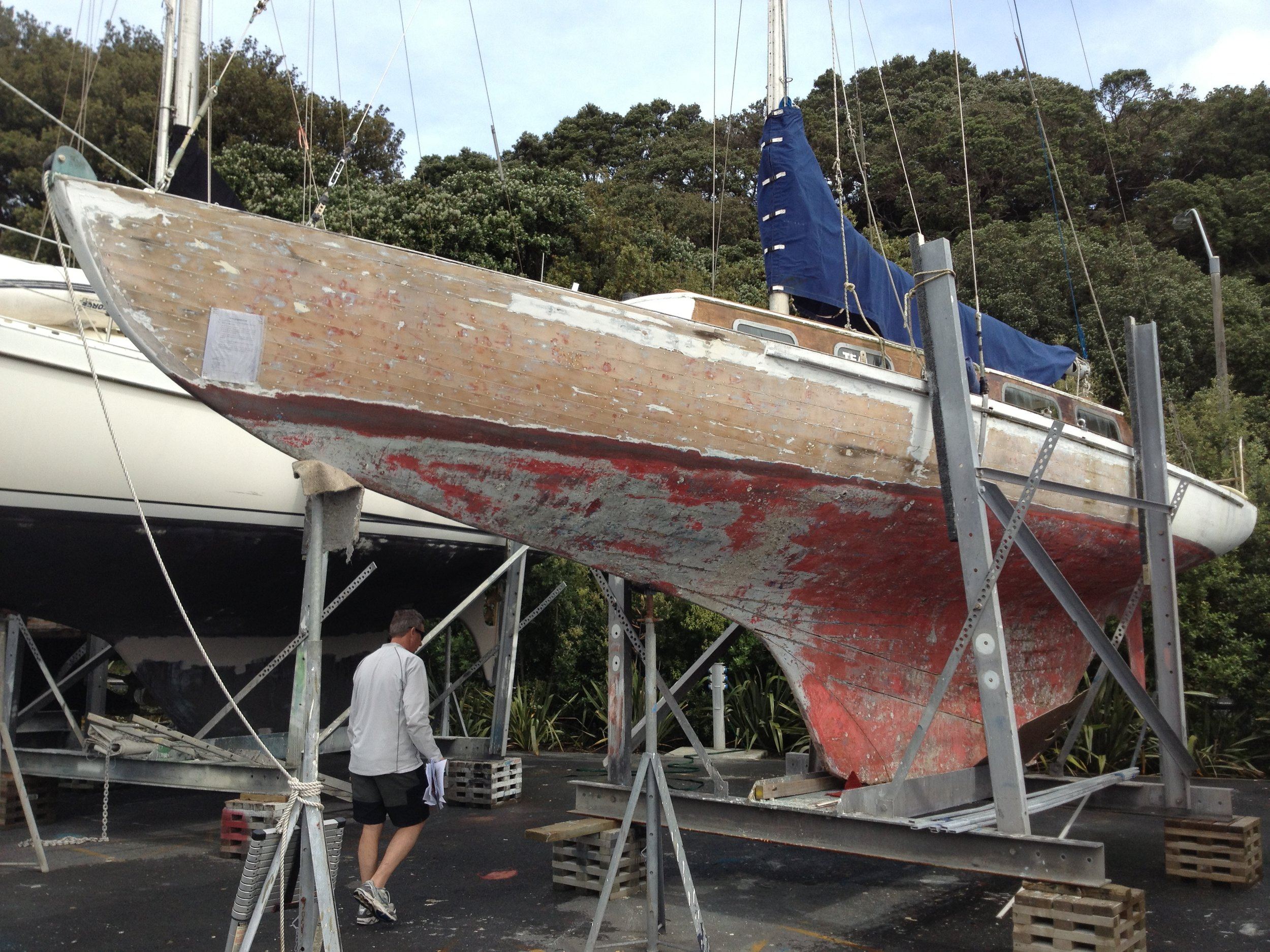 Pre-restoration Teal sits at the Orakei Marina with the Writ for removal and disposal attached to her hull.