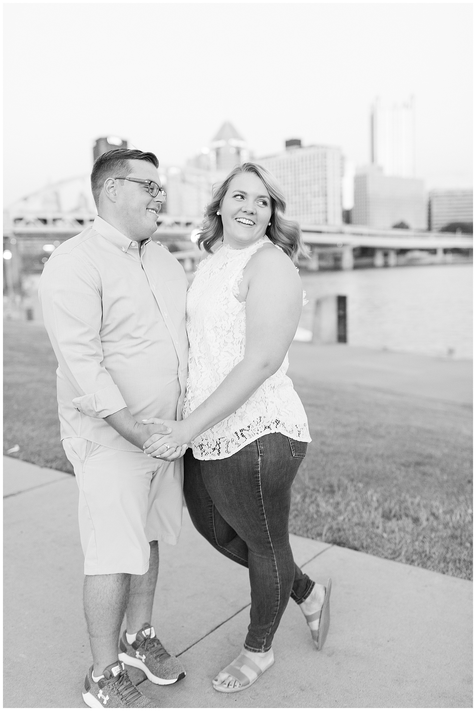 Point State Park North Shore Pittsburgh Engagement Photos_0195.jpg
