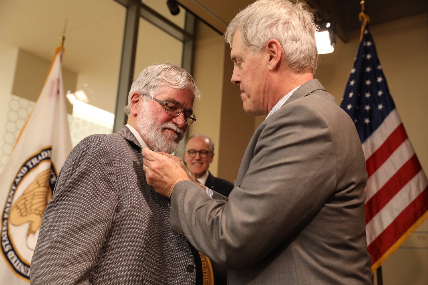 Don Arney is pinned by 2011 NIHF Inductee, Steve Sasson, at the 2017 Illumination Ceremony.