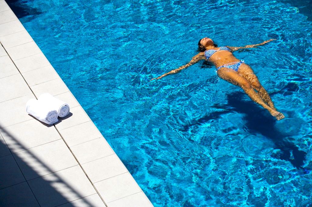Outdoor Infinity Edge Pool_Trinity Wharf Tauranga.jpg