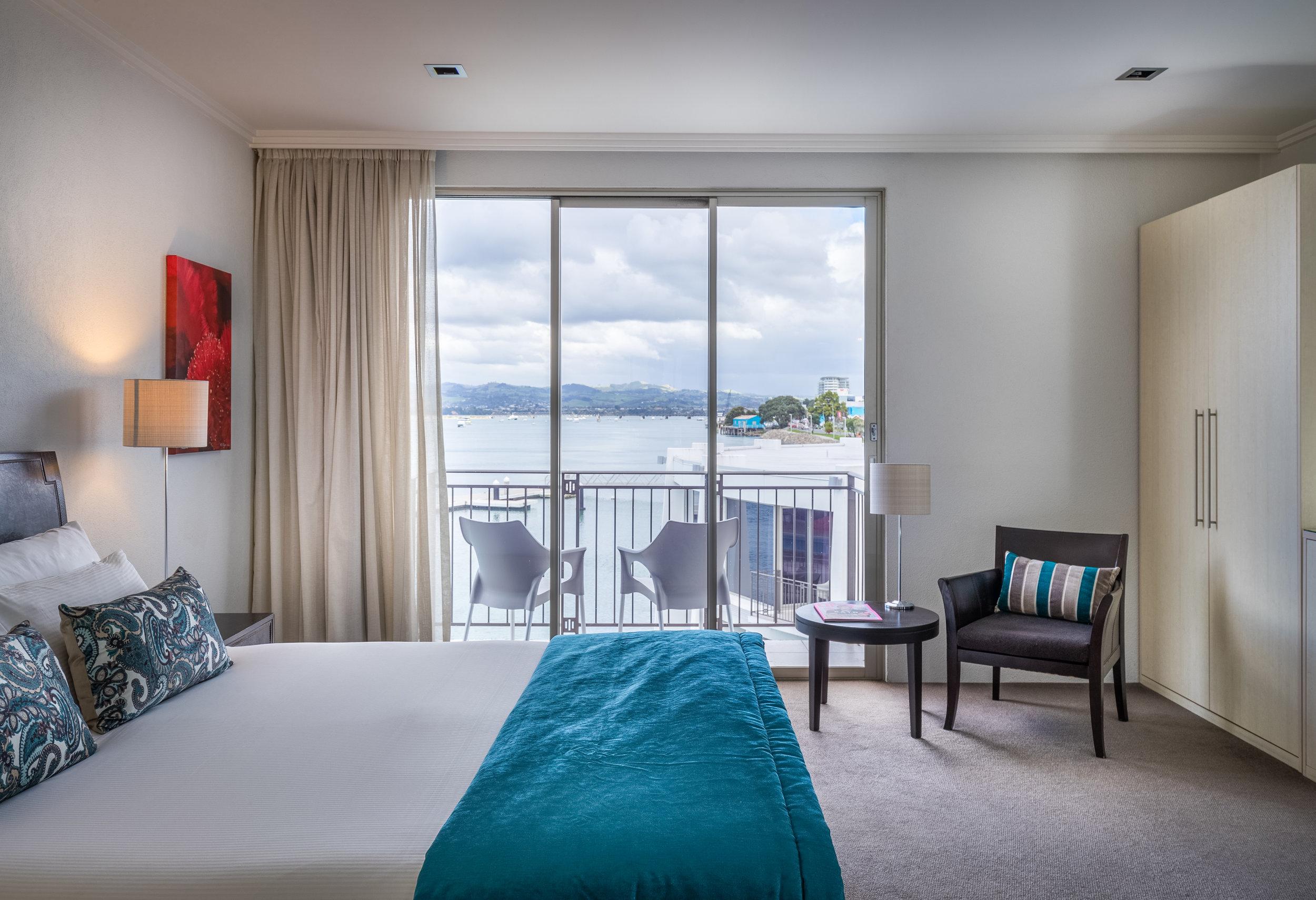 Harbour Deluxe Spa Guestroom_TrinityWharf_April2017-120.jpg