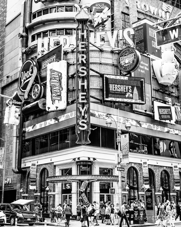 new_york_2016_hersheys_store-Edit.jpg