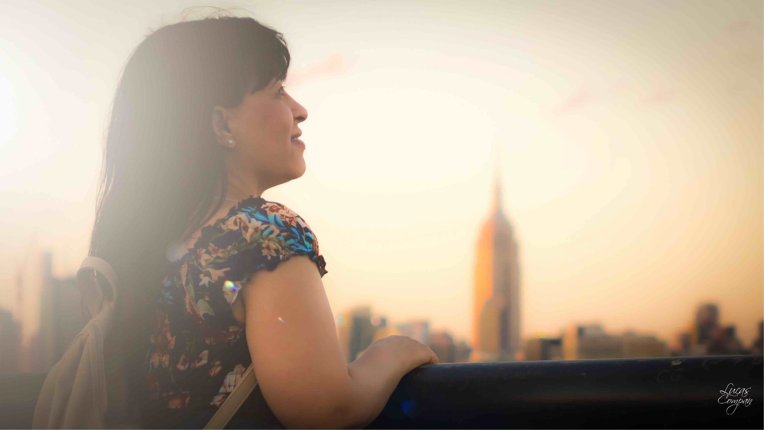italian-born agostina cois is passionate about new york city. she admires her favorite landmark: the iconic empire state building