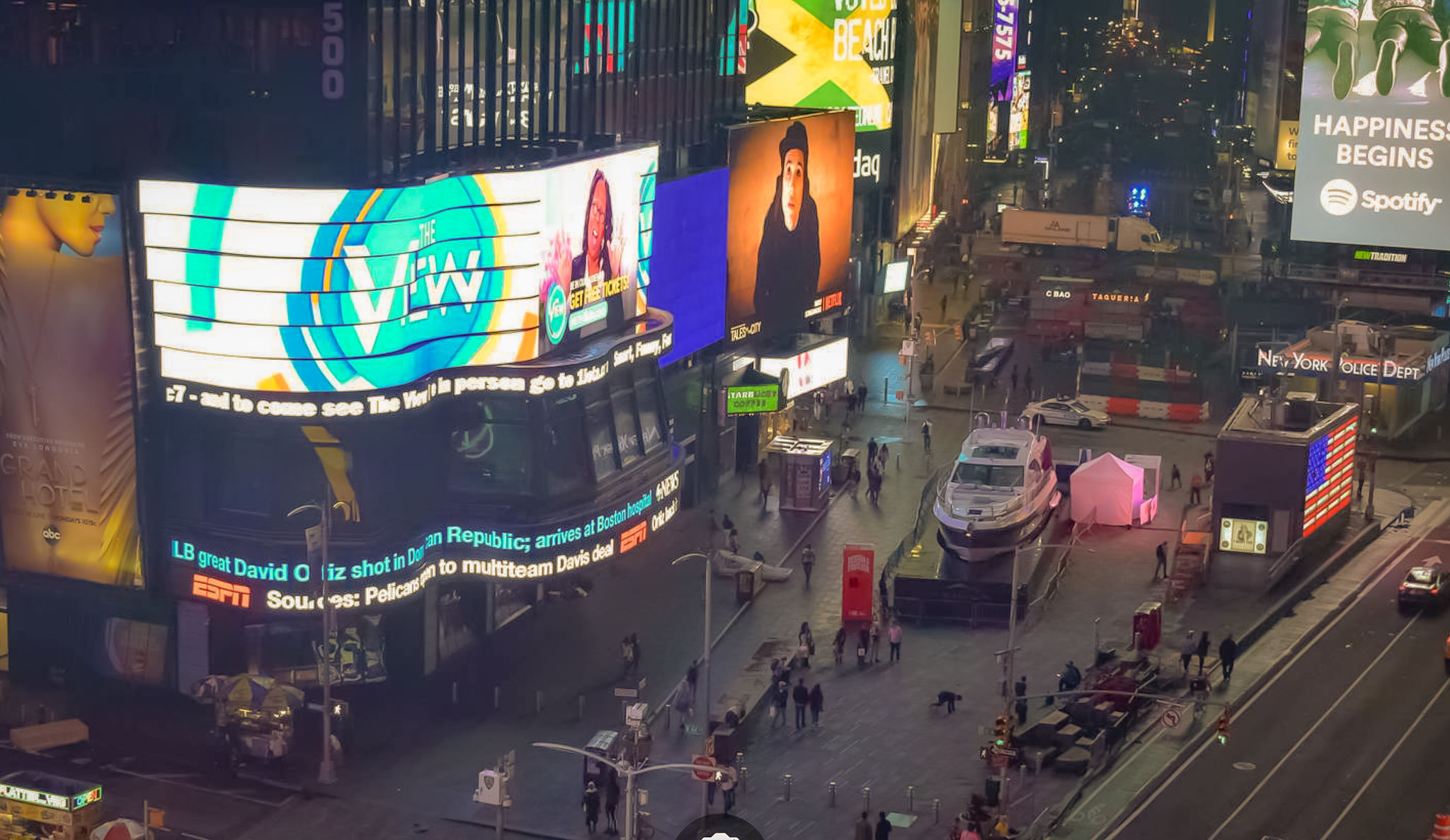azimut yachts   aerial view of an azimut s6 yacht landed in times square, new york city