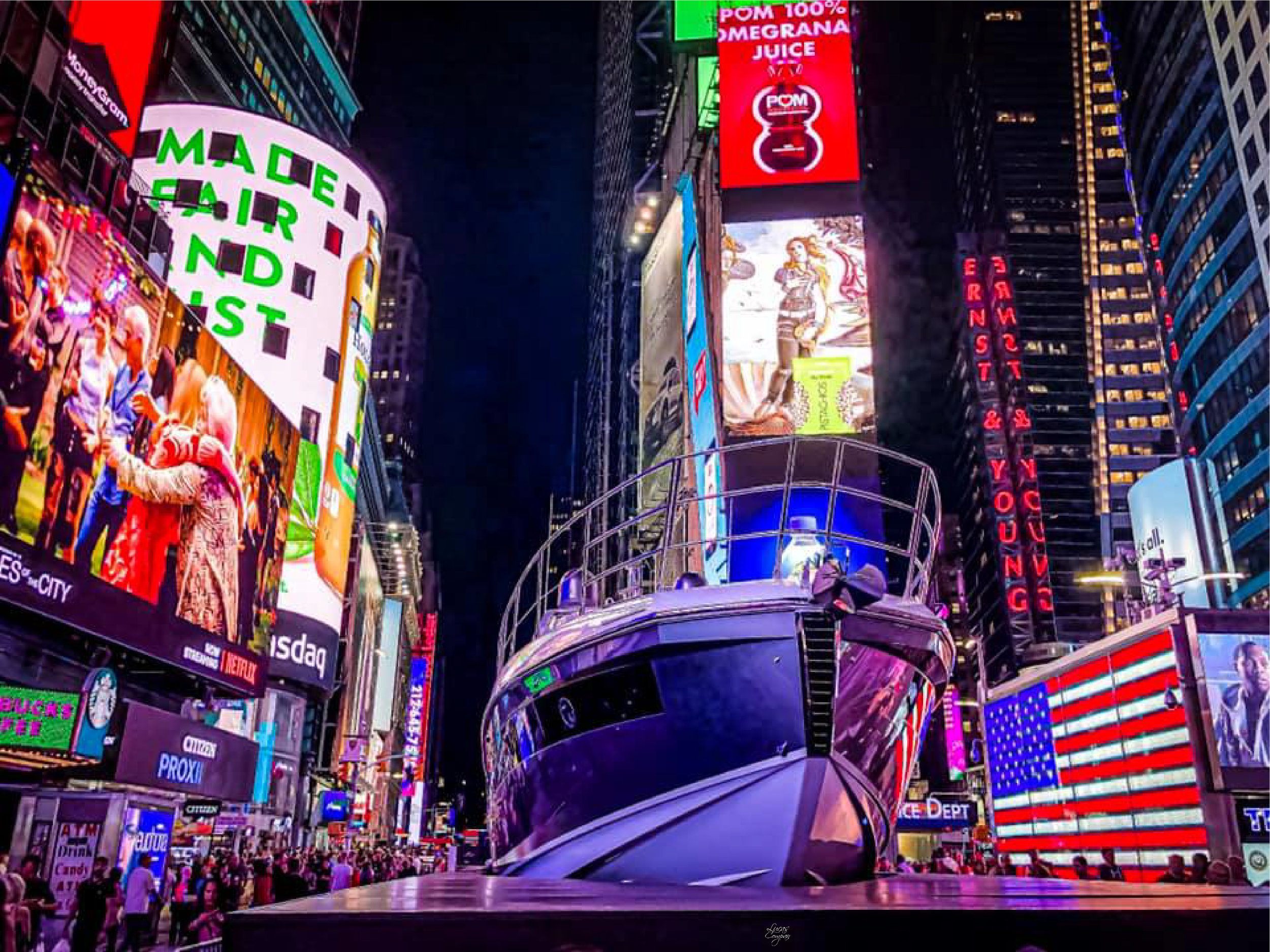 azimut yachts   an azimut s6 yacht landed in times square, new york city