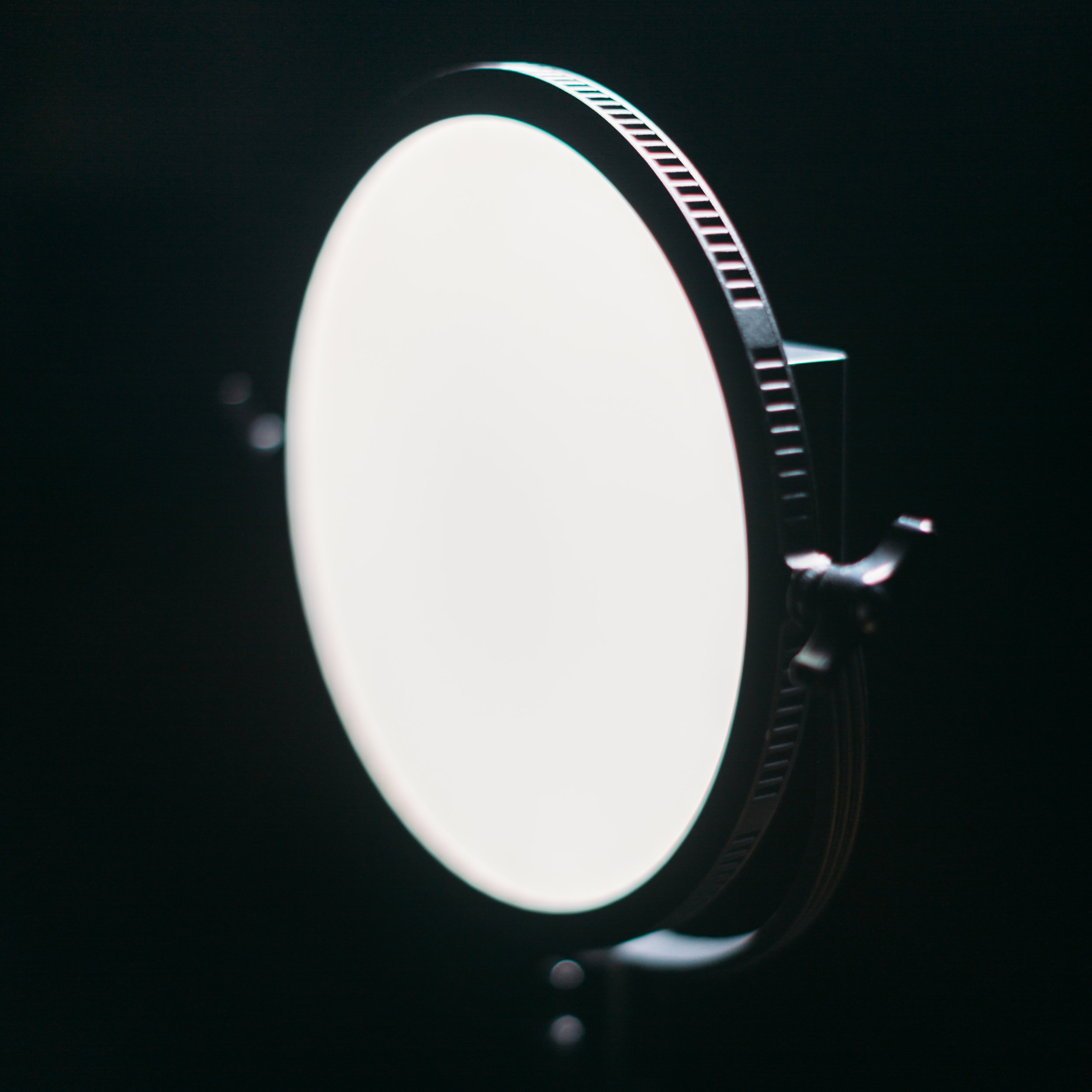 """fotodiox flapjack on table 10"""" 10 inch battery powered light diffused on stand"""