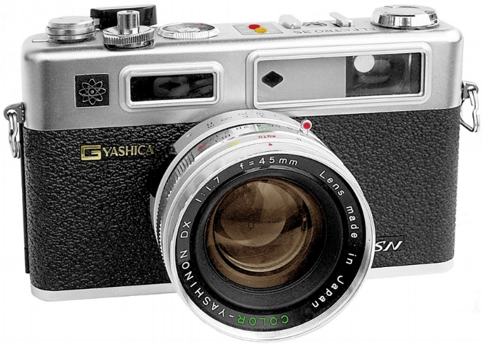 Here is a fine example of the Yashica Electro 35. Doesn't it look strikingly similar to the Y35?