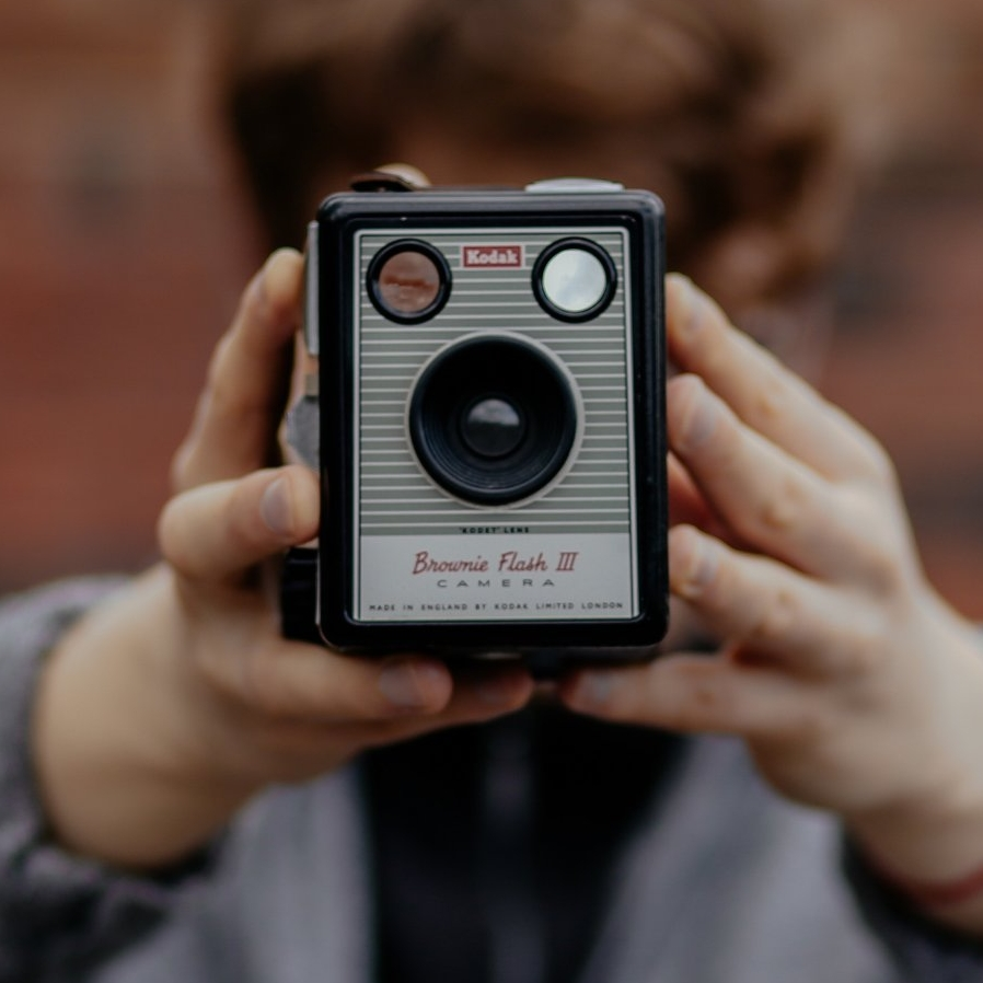 hands camera kodak box that vintage lens thatvintagelens gift guide