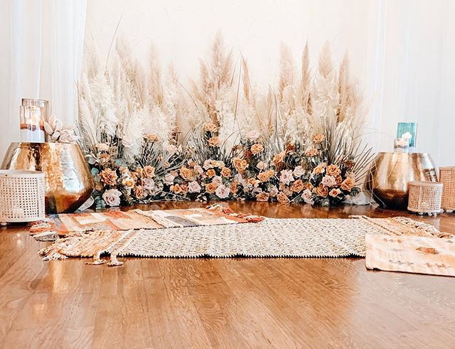 We are still swooning over this beautiful ceremony space design created for @thephoenixwaco open house this past Sunday! If you don't know pampas grass, we should talk! This is at least 100 stems of 2 different varieties! What did you have or are you dreaming of having for your big day?! The options are endless! 📷: @kennedymillerphotography . . . . . #laurelandfinch #wacotown #wacoisawonderland #wacowedding #magnolia #thebookofbeautifulweddings #weddingflorist #eventflorist #centraltexasweddings #centraltexasbride #bridetobe #2019bride #2020bride #bridalparty #dallaswedding #dallasbride #austinwedding #austinbride #houstonweddings #houstonbrides #texaswedding #texasbride #bridesofaustin #bridesofnorthtx #bridesofhouston #texasweddingflorist #bewild #befree #becreative