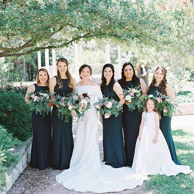 Girl squad coming in hot! We love photos like this that embrace friendship + joy with the best girls ever! We are always planning for bridal party's, both big + small! How many friends did you have/will you have by your side on your big day? Our boss babe, Lauren, had 9 sweet friends + an amazing flower fairy! 📷: @angelowensphotography  Video: @zachelkinsfilms Planner: @heavenlyweddings_ Ceremony: @cabcwaco  Reception: @carleenbrightarboretum Floral: @laurelandfinch  Cake: @morganpearlcakes Dj: @wallofsoundprodj Catering: @fuego_waco  Fruit display: @gypsyapron  Rentals: @pendleypartyproductions  Espresso bar: @dichotomy_cs . . . . . #laurelandfinch #wacotown #wacoisawonderland #wacowedding #magnolia #thebookofbeautifulweddings #weddingflorist #eventflorist #centraltexasweddings #centraltexasbride #bridetobe #2019bride #2020bride #bridalparty #dallaswedding #dallasbride #austinwedding #austinbride #houstonweddings #houstonbrides #texaswedding #texasbride #bridesofaustin #bridesofnorthtx #bridesofhouston #texasweddingflorist #bewild #befree #becreative