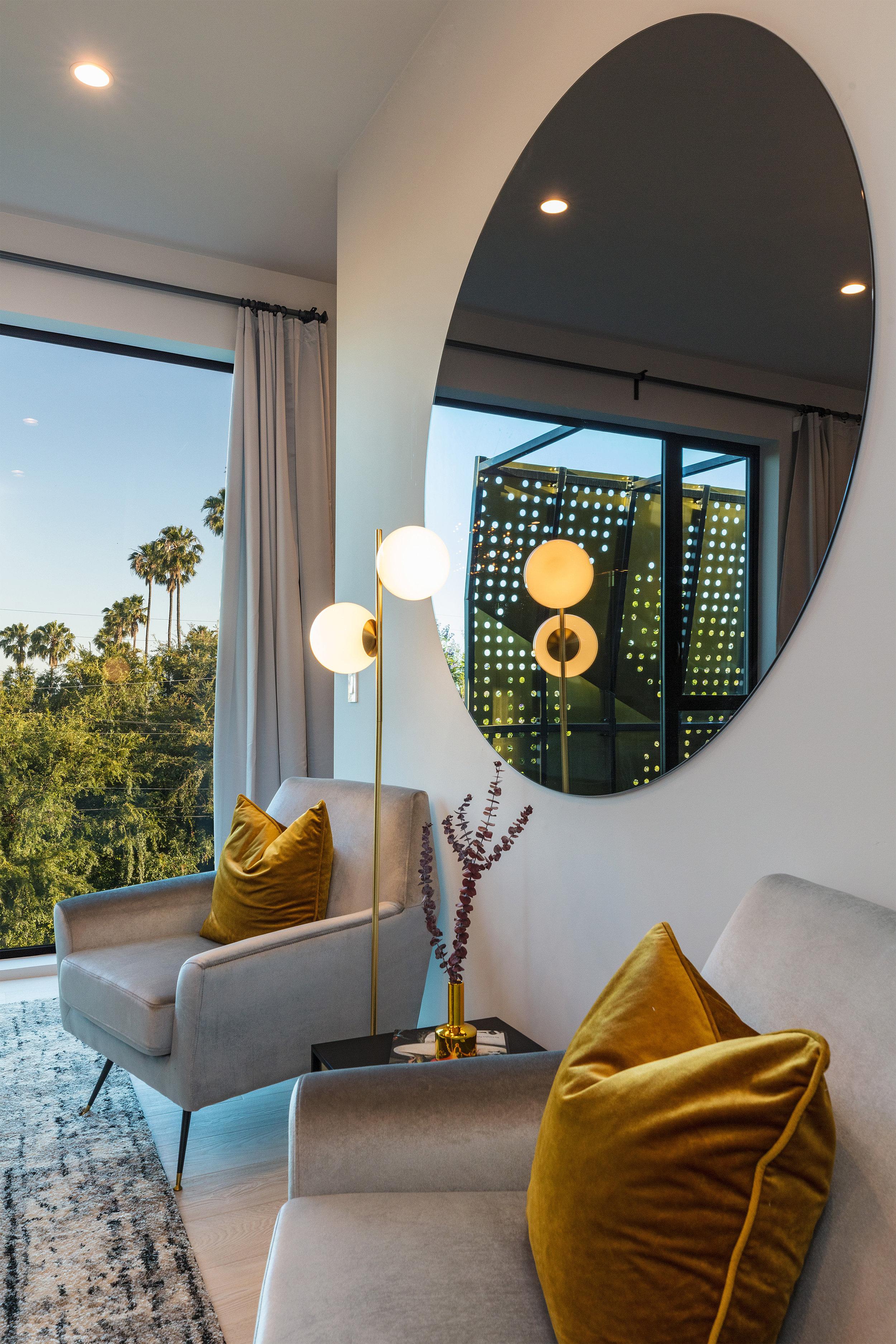 Master Suite - ·en-suite SPA·Walk-IN wardrobe·Dual outdoor patios·inSPIRING viewsA surprising reveal brings commanding views inside. Relax royally.