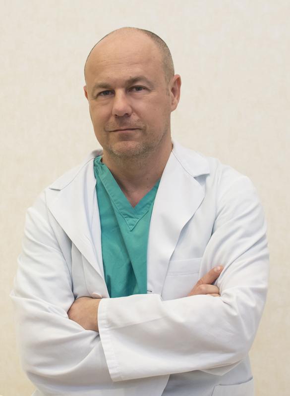 dottor-francesco-riso-Medici-Villa-Stuart.jpg